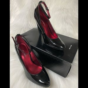 XAPPEAL Black patent leather straps heels